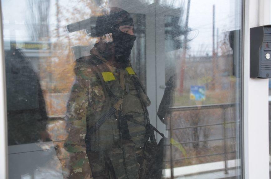 В Мариуполе вооруженные люди окружили здание «Мариупольтеплосети» (ФОТО+Дополняется), фото-2