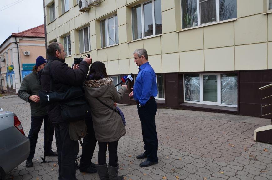 В Мариуполе вооруженные люди окружили здание «Мариупольтеплосети» (ФОТО+Дополняется), фото-10
