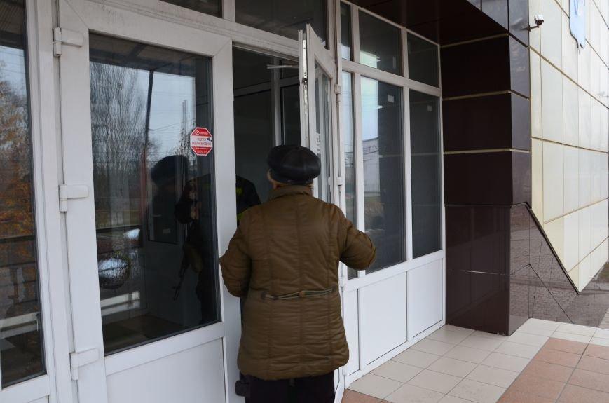 В Мариуполе вооруженные люди окружили здание «Мариупольтеплосети» (ФОТО+Дополняется), фото-5