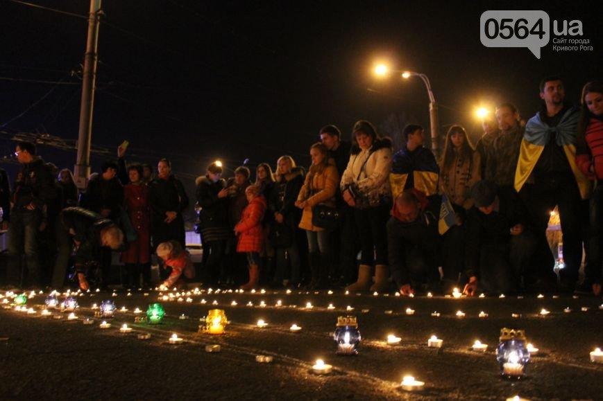 В Кривом Роге зажгли герб Украины и разбили мемориальную доску памяти погибших в АТО (ФОТО), фото-1