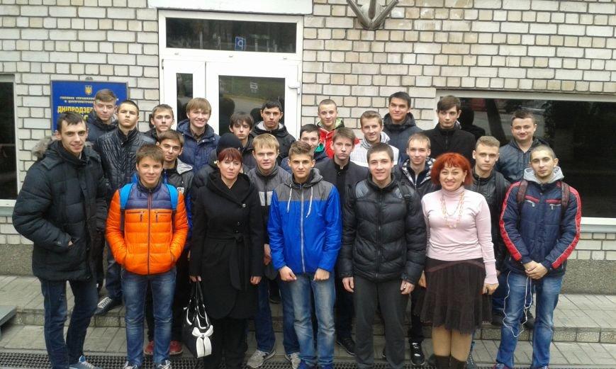 Днепродзержинским старшеклассникам показали автомат Калашникова и рассказали про работу в органах, фото-4