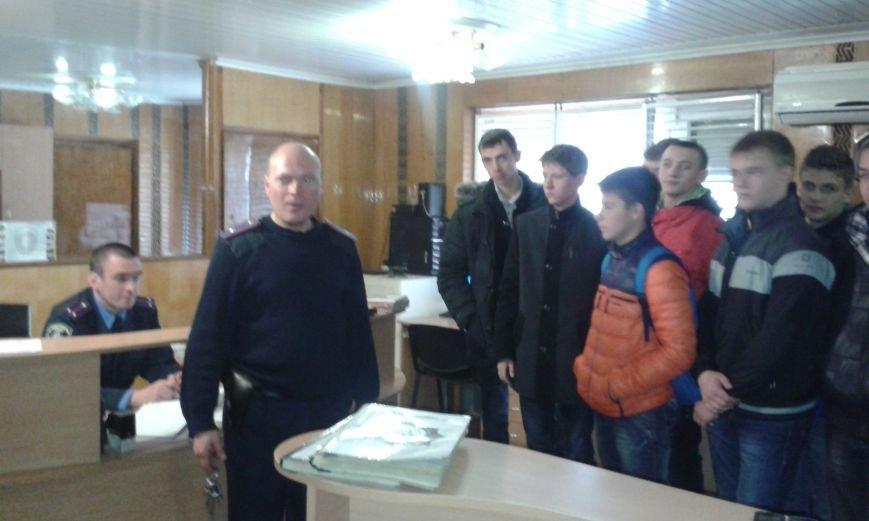 Днепродзержинским старшеклассникам показали автомат Калашникова и рассказали про работу в органах, фото-3