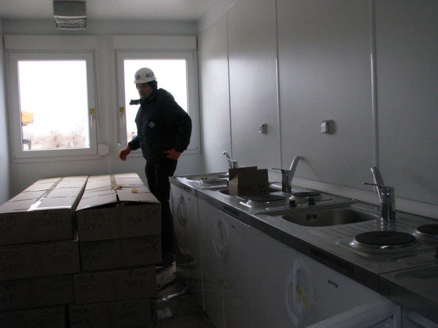 ФОТОРЕПОРТАЖ: в Запорожье начали монтаж городка для беженцев, фото-7