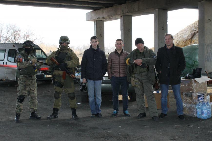 Из Красноармейска на передовую: журналисты 06239 с волонтерами из «ДПР» посетили блокпост в Песках, фото-29