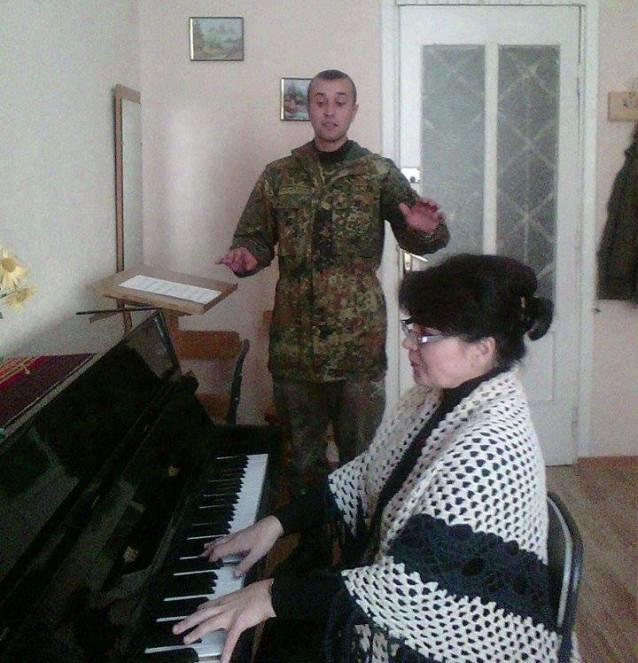 Прямо з фронту, навіть не знявши військової форми, тернополянин приїхав на здачу сесії (фото), фото-1