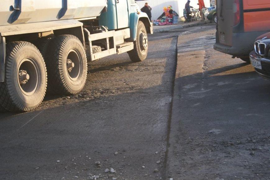 Тернопільські комунальники ремонтують дорогу на Оболоня (фото), фото-1