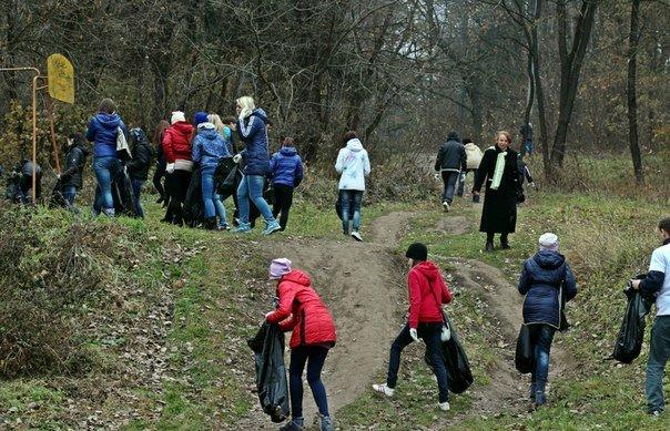 Тернопільські активісти прибрали парк «Загребелля» (фото), фото-2