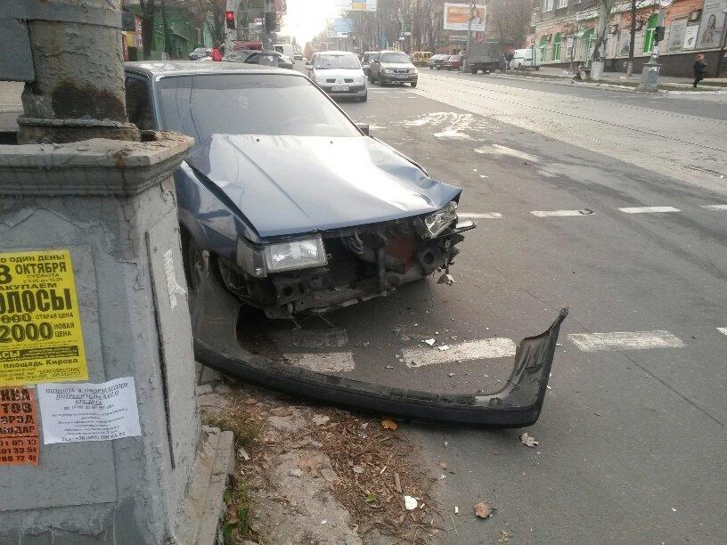 В центре Мариуполя военные устроили тройное ДТП и скрылись (ФОТО), фото-3