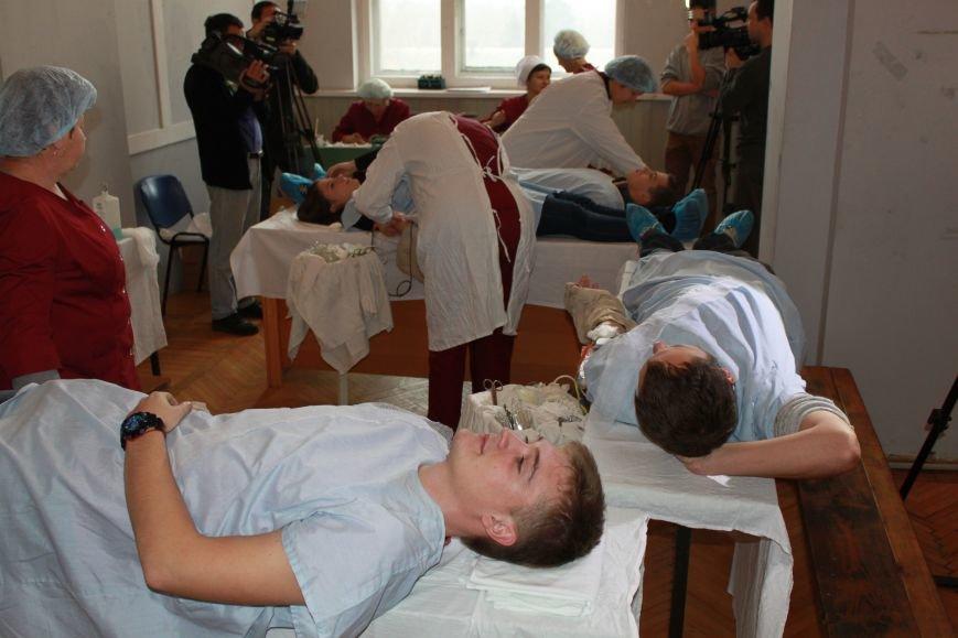 Запорожские студенты сдали кровь для раненных бойцов АТО (ФОТО), фото-4