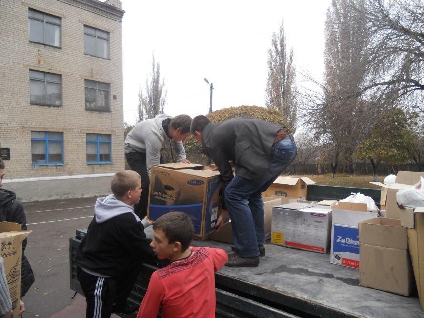 Школьники Красноармейска собрали гуманитарную помощь для вынужденных переселенцев и детей-сирот, фото-4