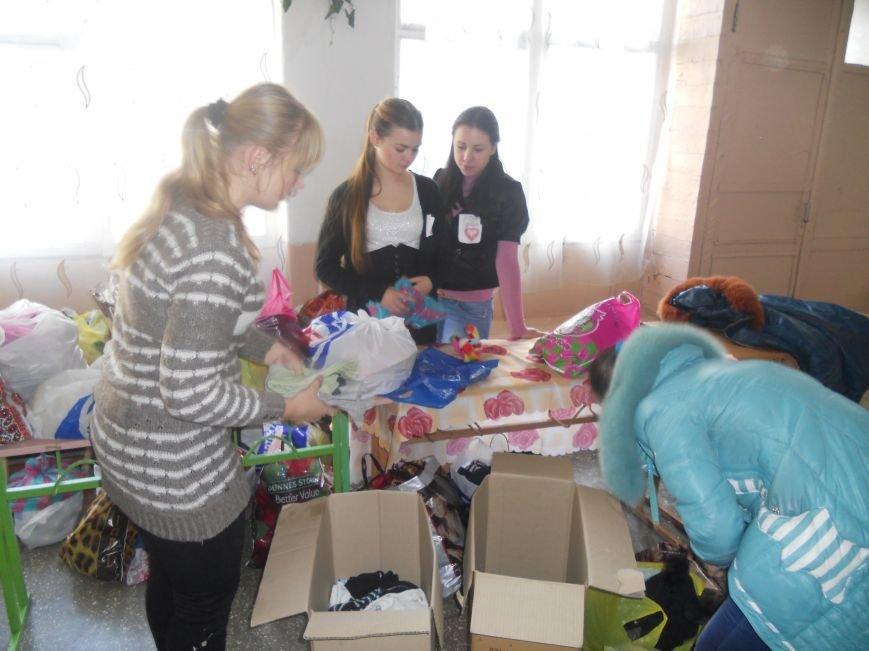 Школьники Красноармейска собрали гуманитарную помощь для вынужденных переселенцев и детей-сирот, фото-3