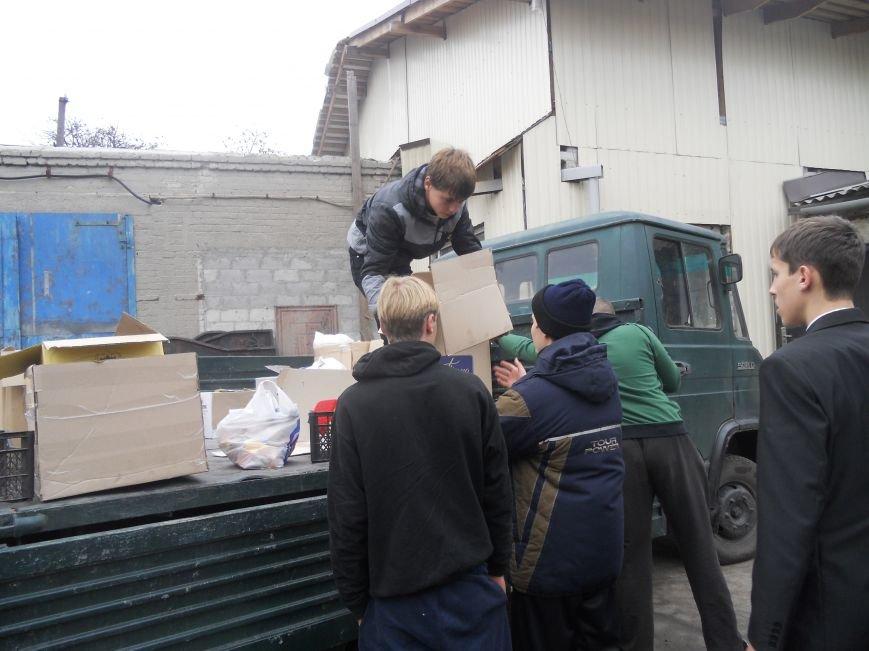 Школьники Красноармейска собрали гуманитарную помощь для вынужденных переселенцев и детей-сирот, фото-5