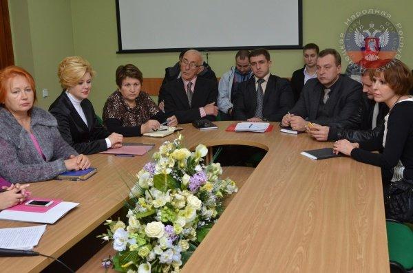 Ректор Донецкого экономического университета заявила, что ее вуз не переедет в Кривой Рог (ФОТО), фото-3