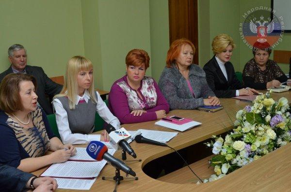 Ректор Донецкого экономического университета заявила, что ее вуз не переедет в Кривой Рог (ФОТО), фото-4