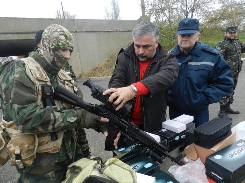 Бойцы батальона «Сармат» получили от хероснских спасателей прицелы ночного видения, фото-1