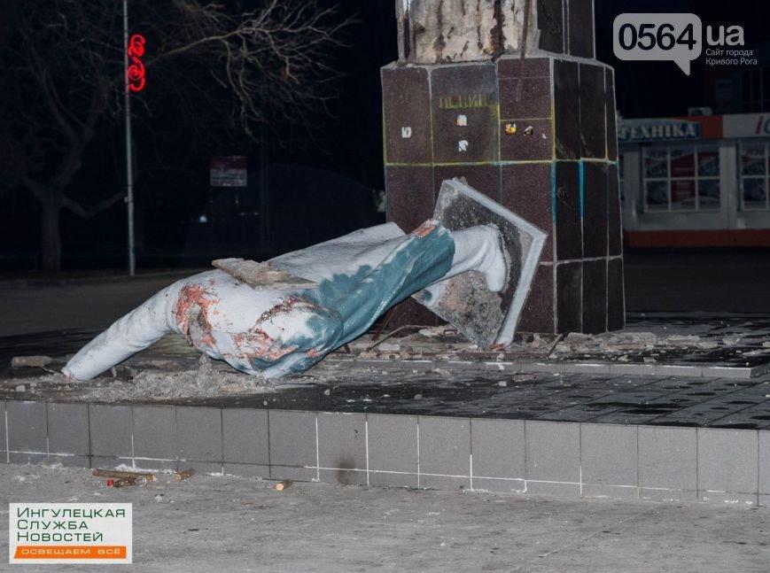 В Кривом Роге повалили последние памятники Ленину и требовали люстрировать чиновников, фото-1