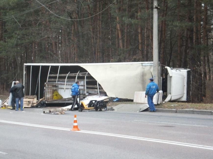 В Кировограде грузовик снес электроопору и перевернулся (фото), фото-9