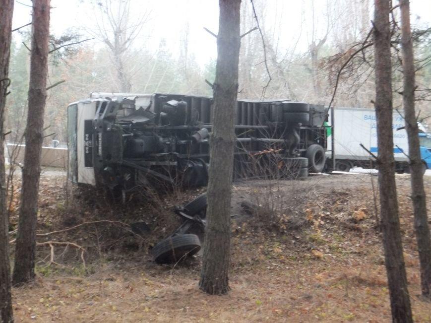В Кировограде грузовик снес электроопору и перевернулся (фото), фото-3