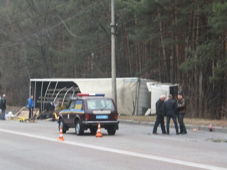 В Кировограде грузовик снес электроопору и перевернулся (фото), фото-8