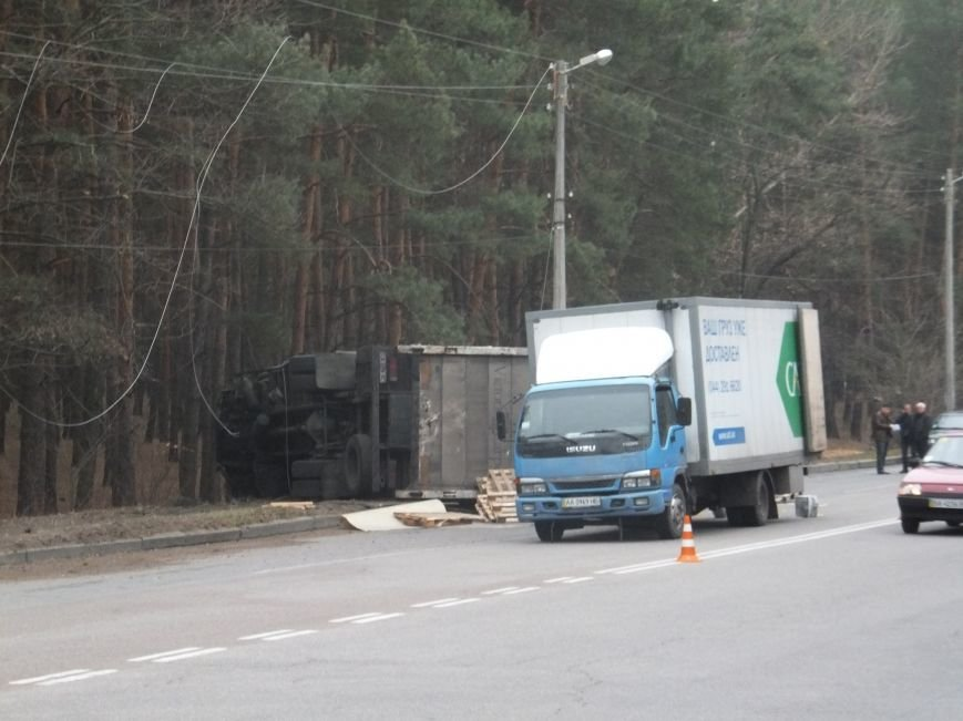 В Кировограде грузовик снес электроопору и перевернулся (фото), фото-10