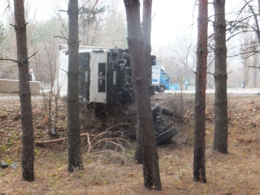 В Кировограде грузовик снес электроопору и перевернулся (фото), фото-4