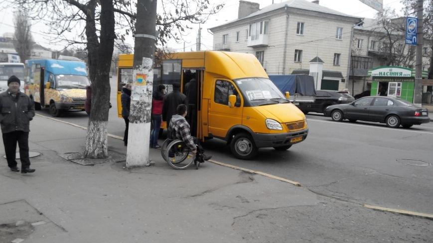 В Сумах проверили, как маршрутные такси перевозят инвалидов. Оказалось никак (ФОТО), фото-1