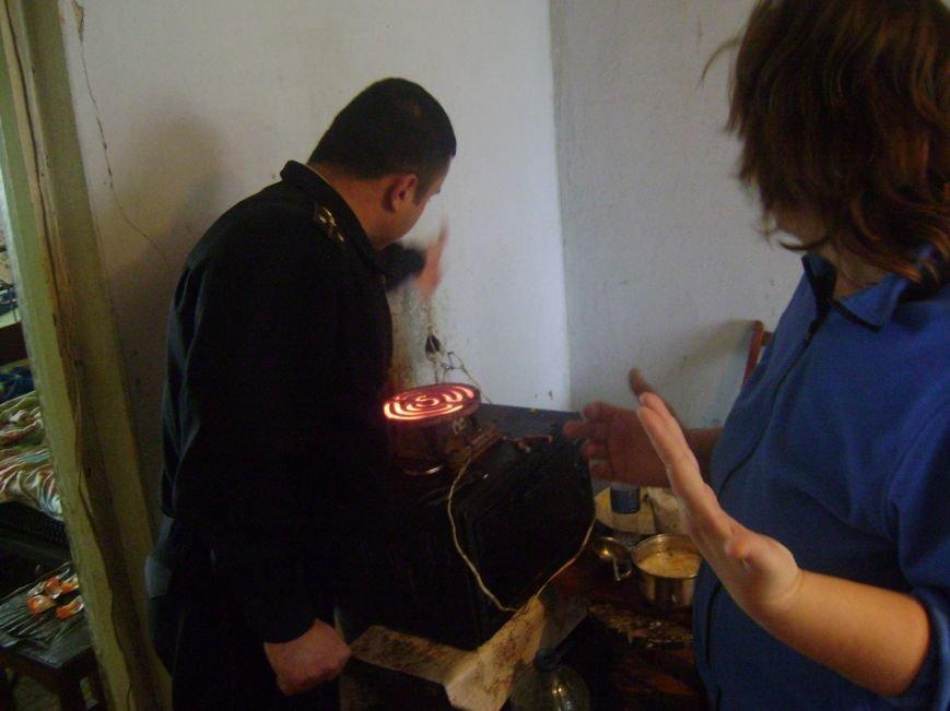 В Херсонской области Генические спасатели отрабатывают населенные пункты по вопросам пожарной безопасности в жилье, фото-1