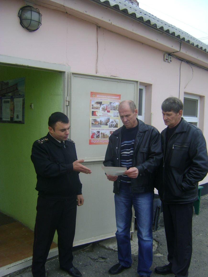 В Херсонской области Генические спасатели отрабатывают населенные пункты по вопросам пожарной безопасности в жилье, фото-2