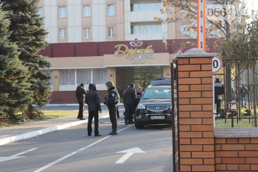 В Кривом Роге: сожгли могилу Андрея Козюбчика, погибшего в АТО, предлагают свои услуги сепаратистам, обезвредили бандита с гранатой, фото-4