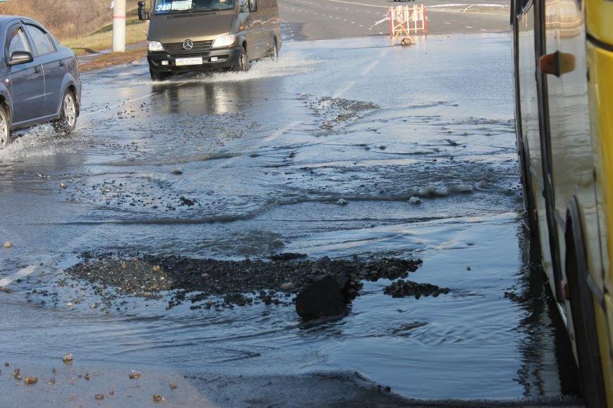 ЧП в Кривом Роге: маршрутка с пассажирами на полном ходу провалилась в яму на центральной улице (ФОТО), фото-9