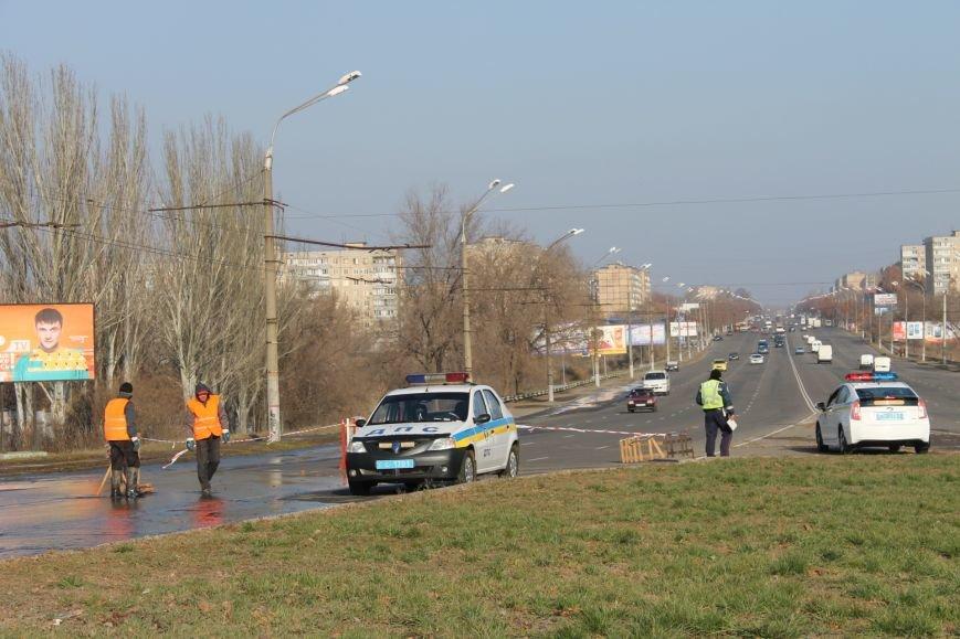 ЧП в Кривом Роге: маршрутка с пассажирами на полном ходу провалилась в яму на центральной улице (ФОТО), фото-2