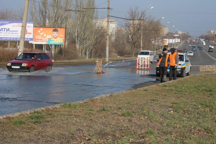 ЧП в Кривом Роге: маршрутка с пассажирами на полном ходу провалилась в яму на центральной улице (ФОТО), фото-4