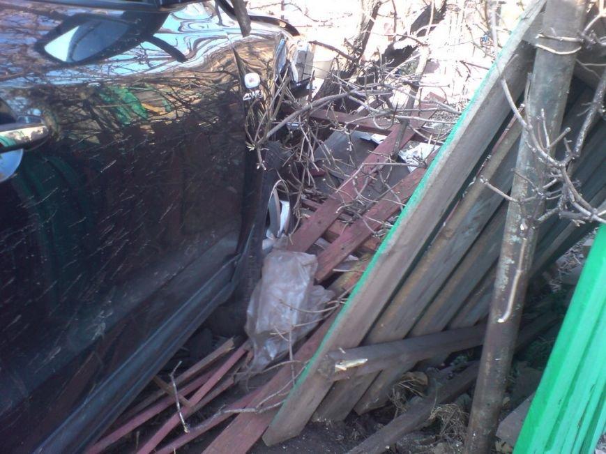 ДТП в Кривом Роге: внедорожник разбил «ВАЗ» и влетел в частный дом (ФОТО), фото-3