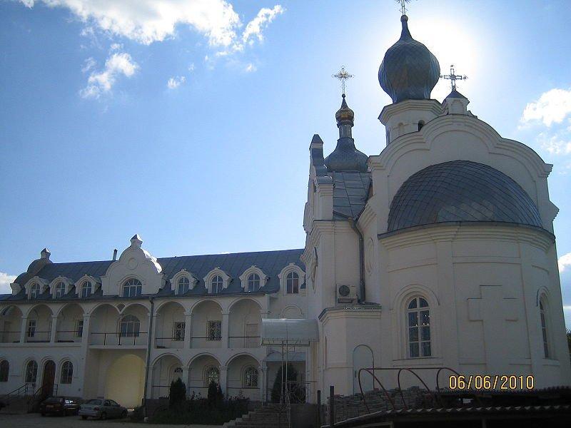800px-Свято-_Покровский_храм_Днепропетровск