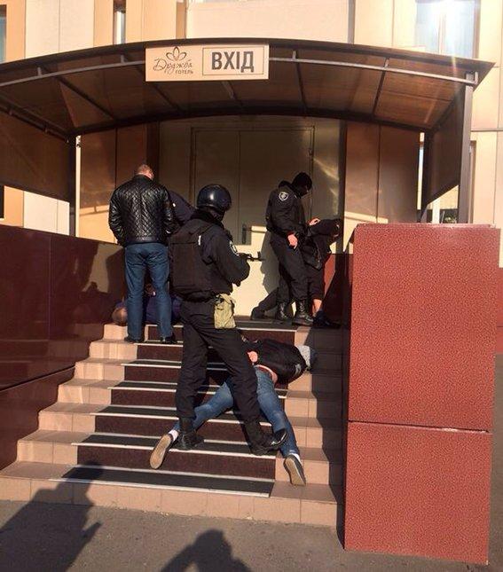 Командир спецбатальона «Кривбасс», рискуя жизнью, обезвредил бандита с гранатой (ОПЕРАТИВНАЯ СЪЕМКА ), фото-2