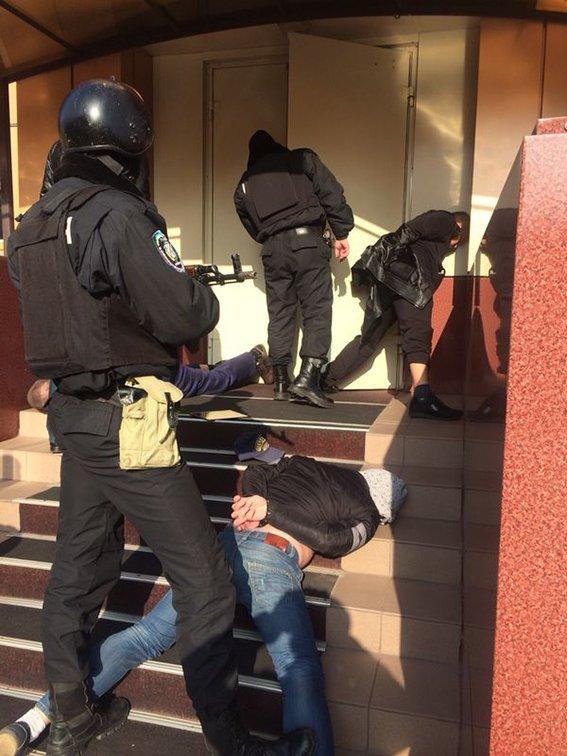 Командир спецбатальона «Кривбасс», рискуя жизнью, обезвредил бандита с гранатой (ОПЕРАТИВНАЯ СЪЕМКА ), фото-1
