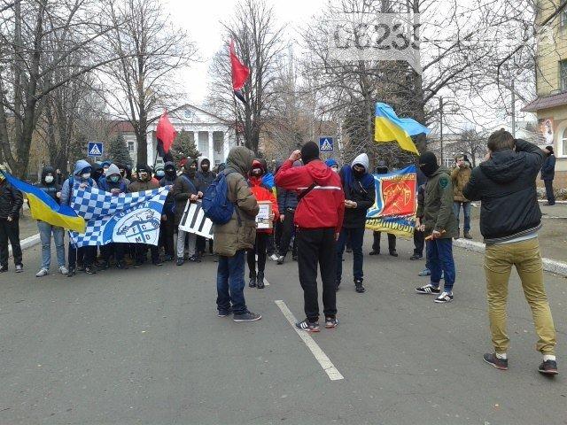 Молодежь Красноармейска прошла по городу «Маршем патриотов», спела песню про Путина и собрала деньги для раненых бойцов АТО, фото-11