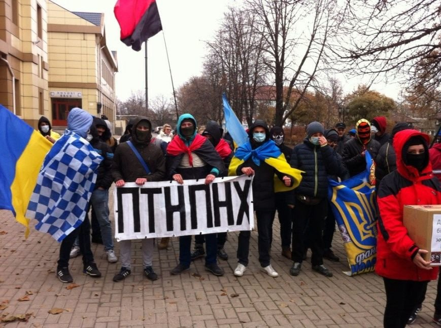 Молодежь Красноармейска прошла по городу «Маршем патриотов», спела песню про Путина и собрала деньги для раненых бойцов АТО, фото-12