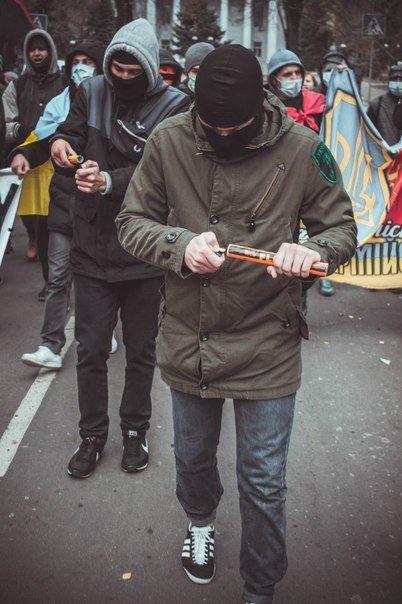 Молодежь Красноармейска прошла по городу «Маршем патриотов», спела песню про Путина и собрала деньги для раненых бойцов АТО, фото-7
