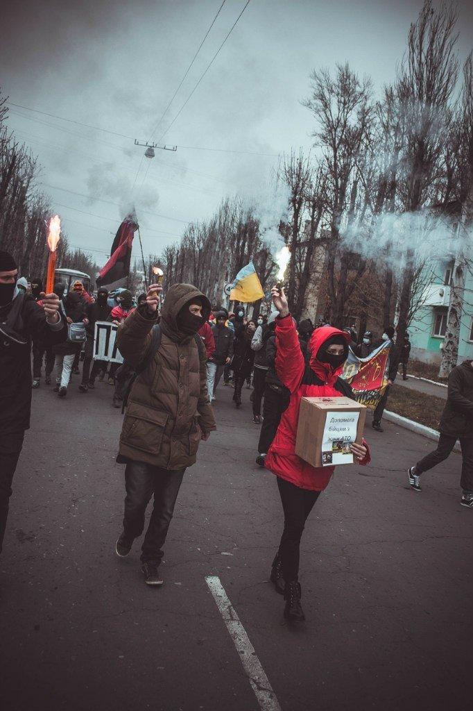 Молодежь Красноармейска прошла по городу «Маршем патриотов», спела песню про Путина и собрала деньги для раненых бойцов АТО, фото-9