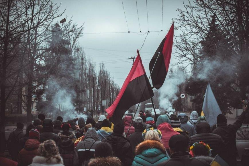 Молодежь Красноармейска прошла по городу «Маршем патриотов», спела песню про Путина и собрала деньги для раненых бойцов АТО, фото-2
