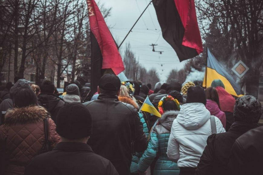 Молодежь Красноармейска прошла по городу «Маршем патриотов», спела песню про Путина и собрала деньги для раненых бойцов АТО, фото-3