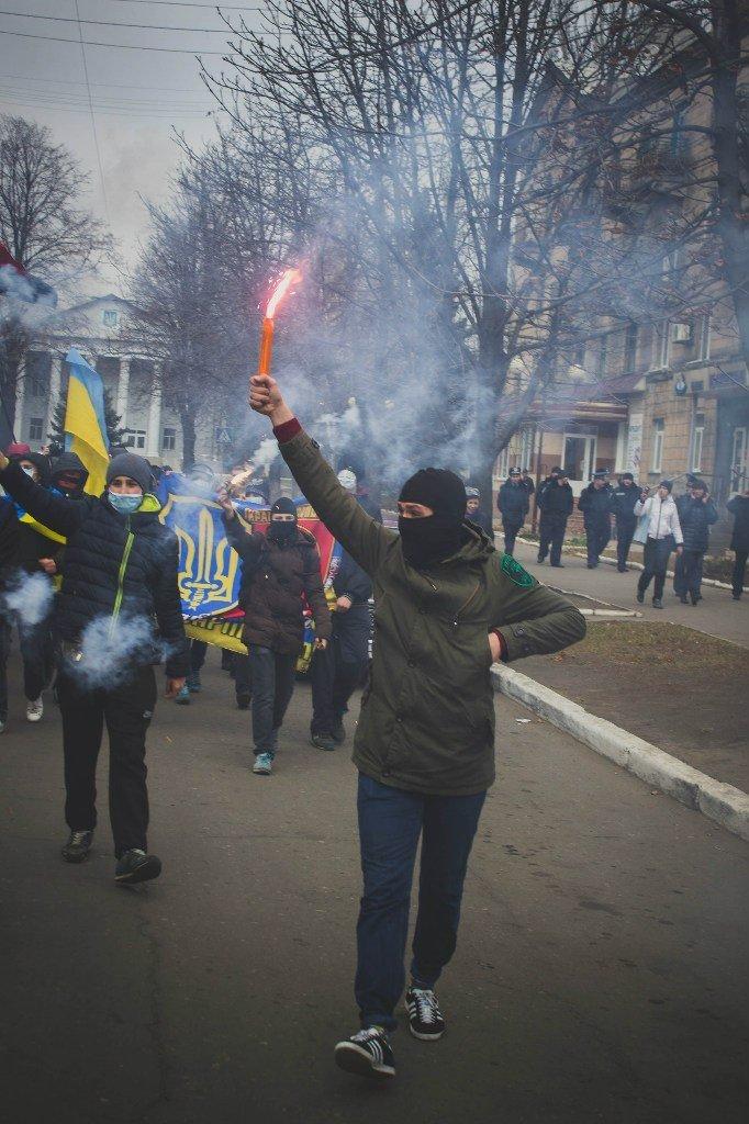 Молодежь Красноармейска прошла по городу «Маршем патриотов», спела песню про Путина и собрала деньги для раненых бойцов АТО, фото-8
