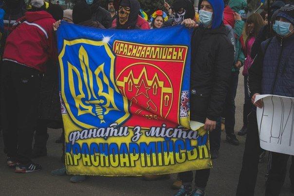 Молодежь Красноармейска прошла по городу «Маршем патриотов», спела песню про Путина и собрала деньги для раненых бойцов АТО, фото-6