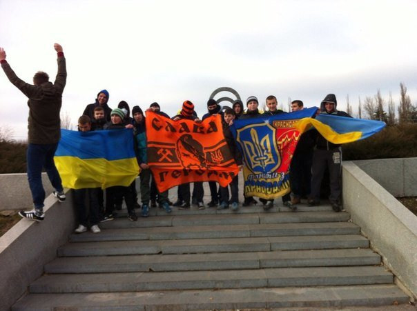 Молодежь Красноармейска прошла по городу «Маршем патриотов», спела песню про Путина и собрала деньги для раненых бойцов АТО, фото-13