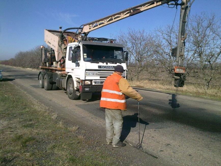 Запорожский автодор закатал асфальтом 115 тысяч квадратный метров ям (ФОТО), фото-2