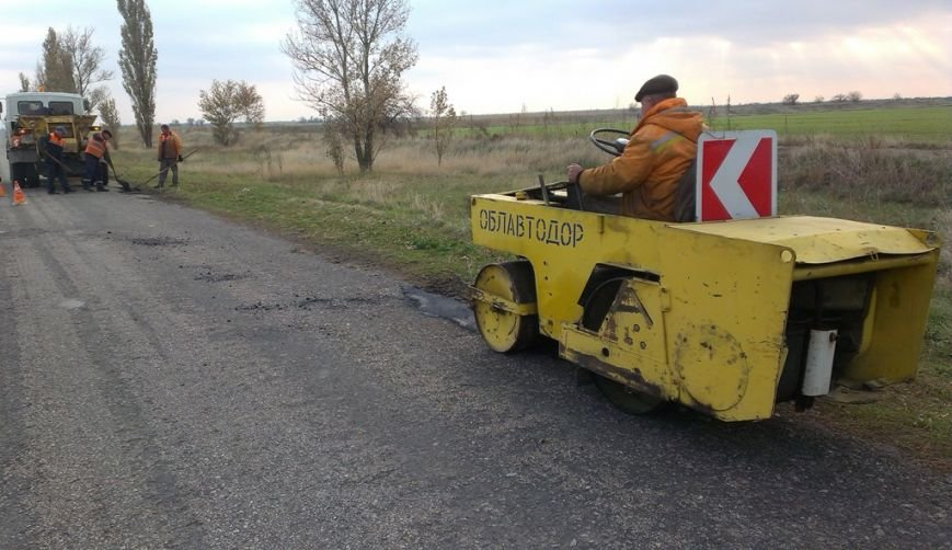 Запорожский автодор закатал асфальтом 115 тысяч квадратный метров ям (ФОТО), фото-3