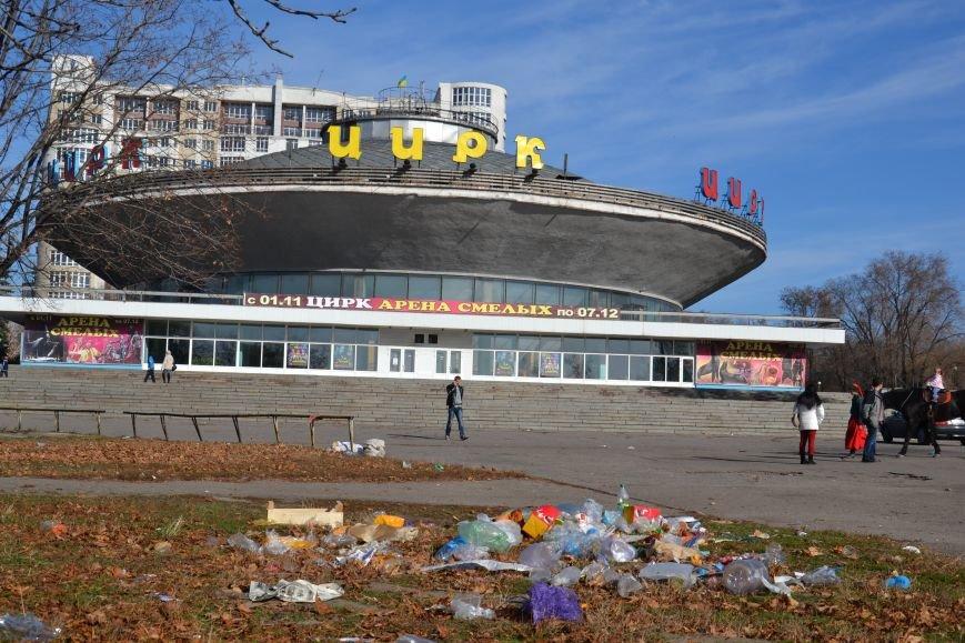 ФОТОФАКТ: Запорожцы жалуются на мусор возле цирка, фото-2