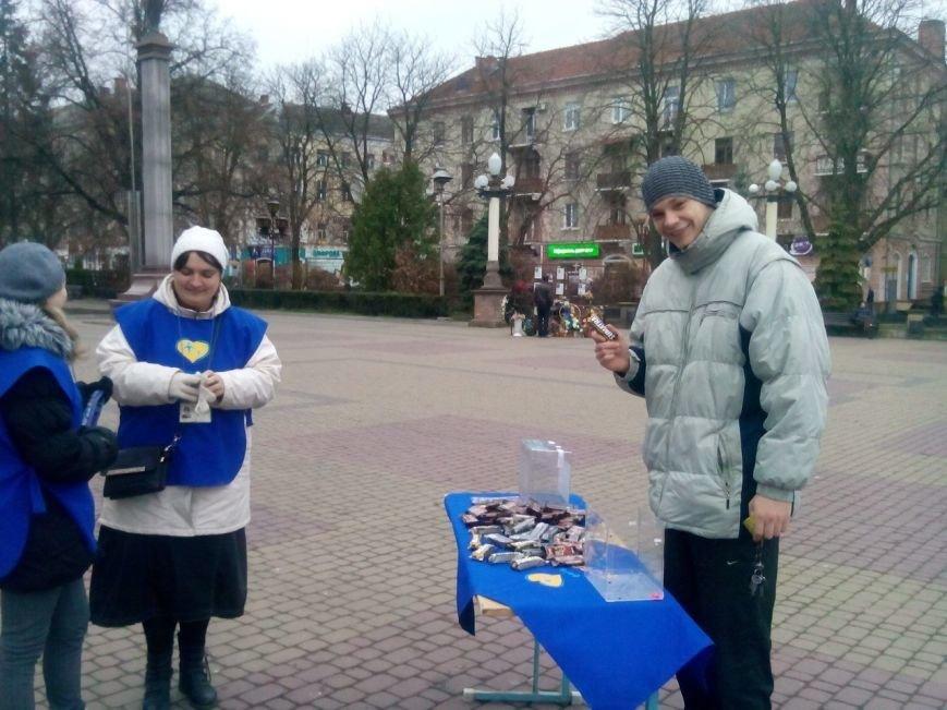 В центрі Тернополя роздавали цукерки людям, які відмовлялись від цигарок (фото), фото-3