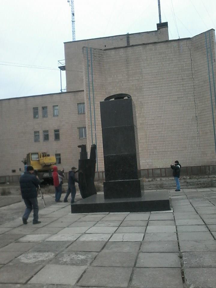 В Черниговской области избавились еще от одного Ленина, фото-3